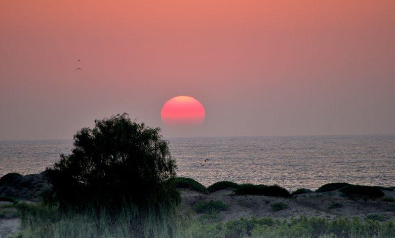 Изгрев на морския бряг до плаж Мечата дупка