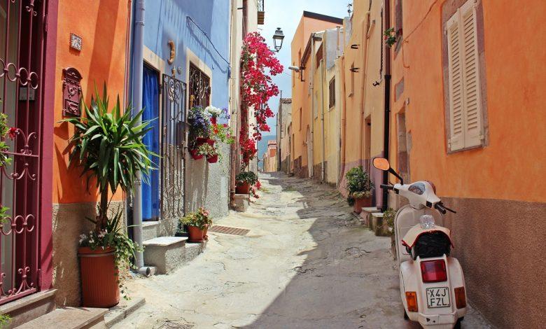 по тесните цветни улици на Италия
